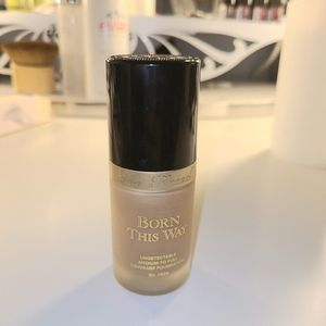 Too Faced Born this way foundation (Warm Beige)